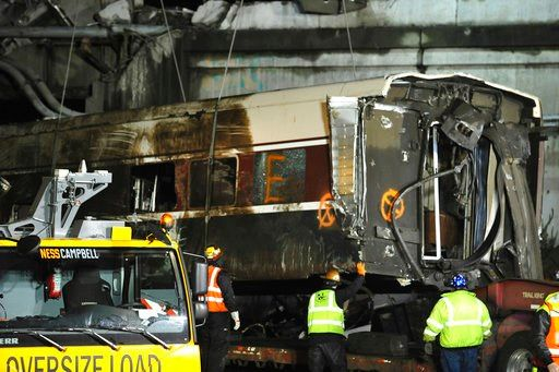 Train crew not using electronic devices before crash
